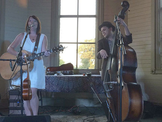 Husband, wife duo return to The Livery during relaxing summer tour