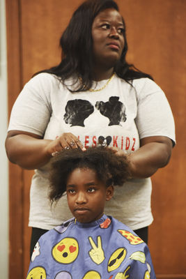 Chicago nonprofit gives demo for Afro-textured hair styles