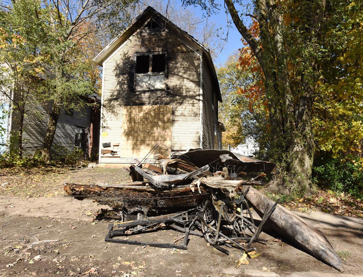 201103-HP-bh-fatal-fire1-photo.jpg