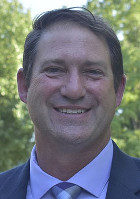 SJ board seals deal with new superintendent