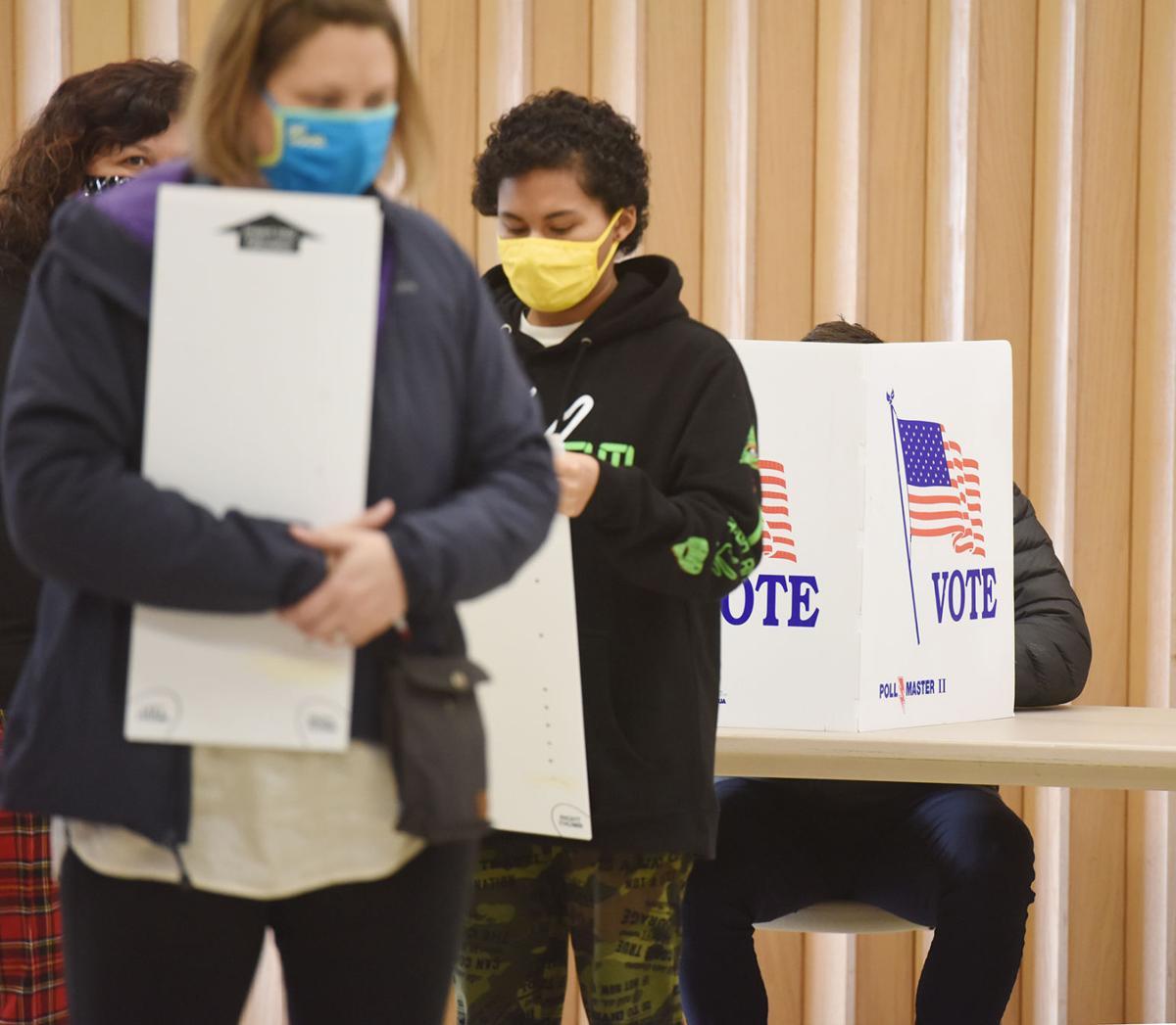201104-HP-election-voting1-photo.jpg