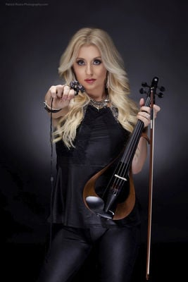 'Femmes of Rock' shred on violins