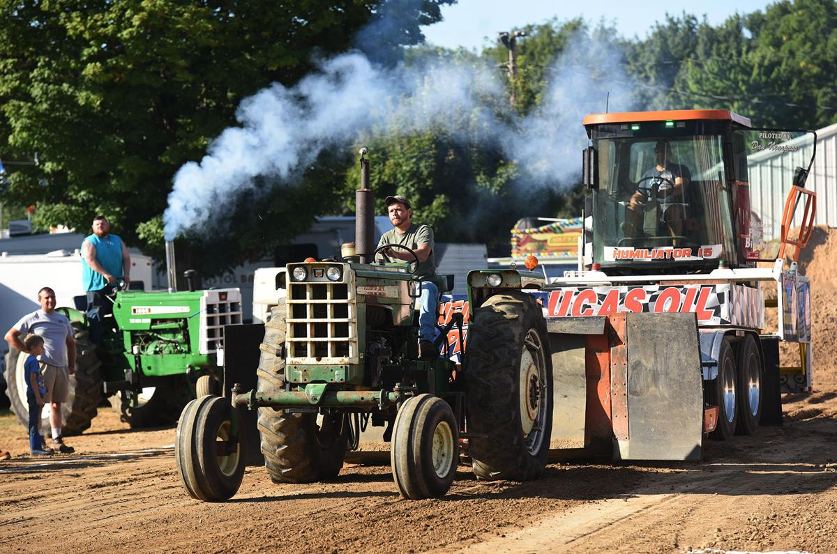210817-HP-youth-fair-tractor-pulling1-photo.jpg