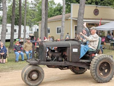 Flywheelers tractor show photo