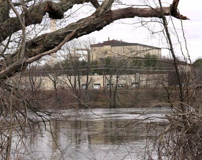 Heavy raincausessewage overflows in Merrimack River