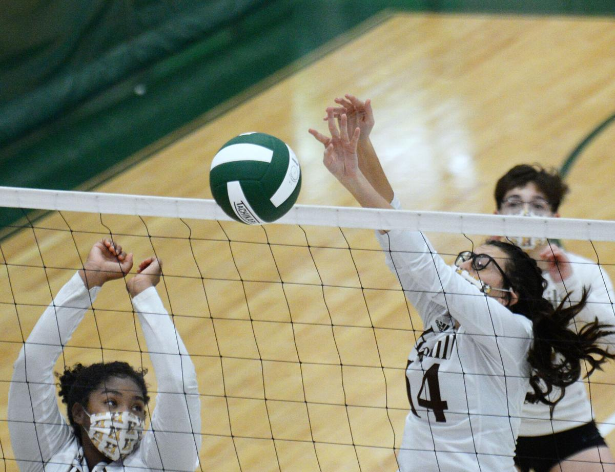 201118_ET_CRU_HaverhillVolleyball_1.JPG