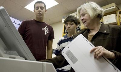 071003_ET_JCO_VOTING_STUDENT_1
