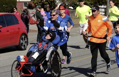 Legendary dad who pushed son's wheelchair in races remembered