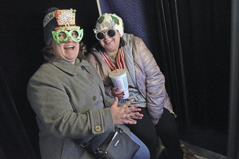 Holiday revelers flock to Christmas Stroll