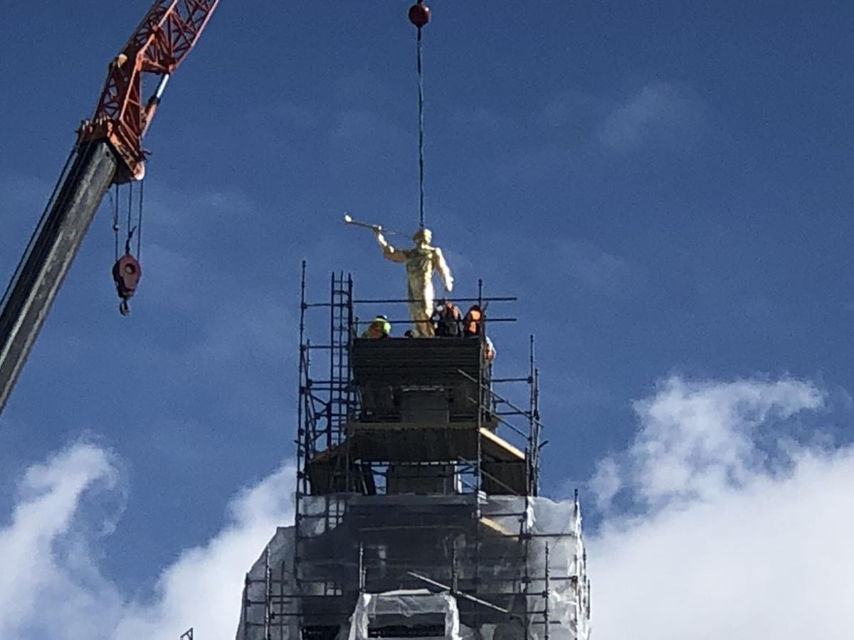 Angel Moroni statue being placed on Pocatello temple 2