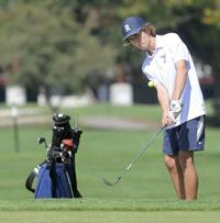 Prep boys golf: Hawks break school record at region outing