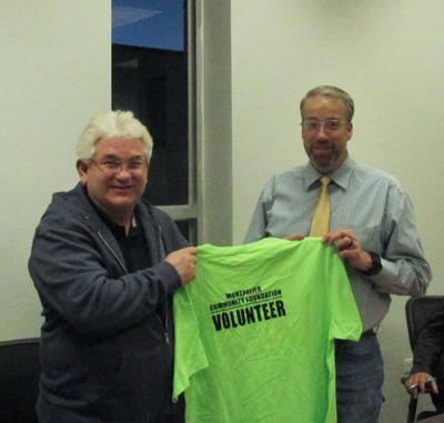Mayor receives shirt