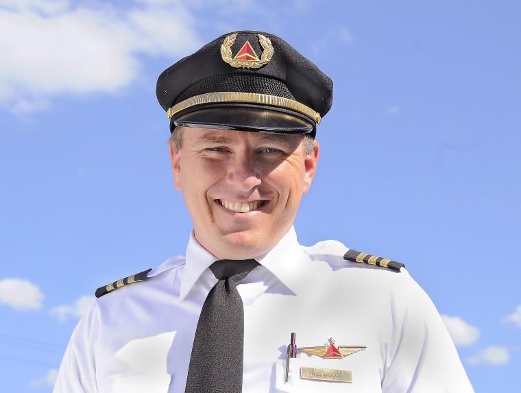 Delta pilot uniform