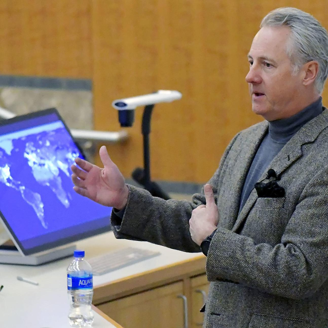 Washington policymaker discusses nuclear energy at USU