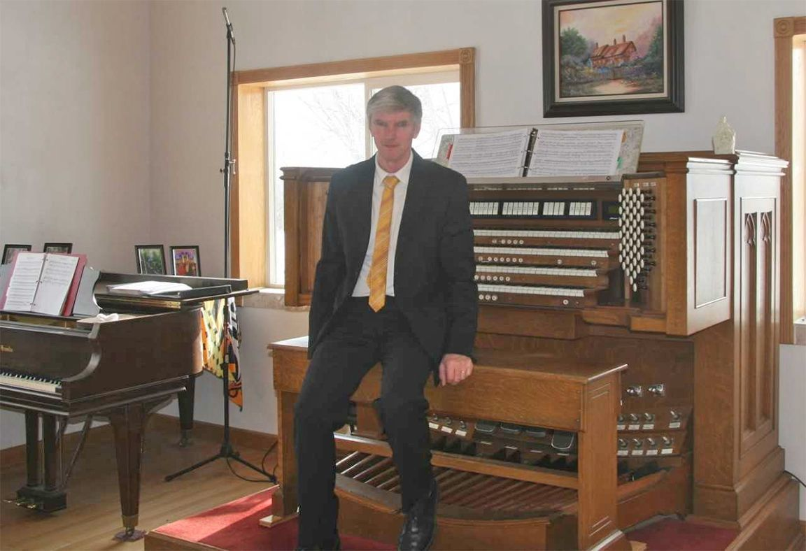 Kelvin Smith with his pipe organ