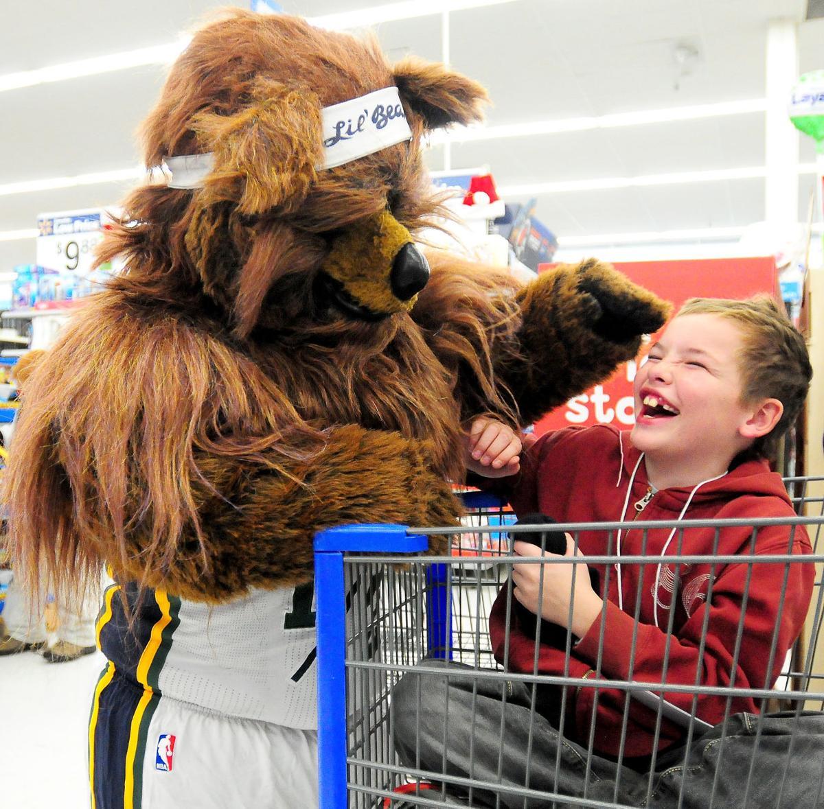Big Bear Christmas.A Big Bear Hug Local Children Shop For Christmas The