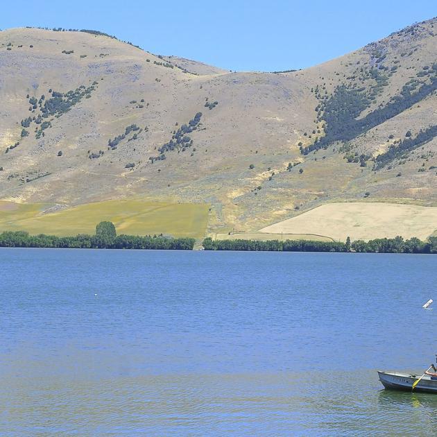 Officials: Don't swim, water ski in Mantua Reservoir during algae bloom