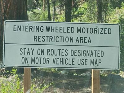 Motorized restriction sign