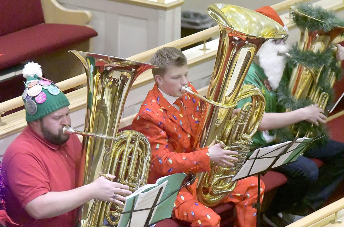 Tuba Christmas.Tuba Christmas Musical Tradition Hits New High Note This