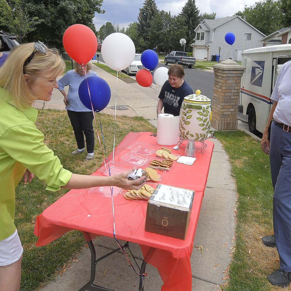 Retiring mail carrier of 33 years celebrated by community