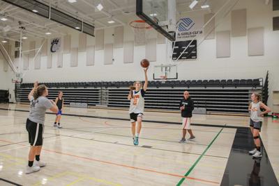 image-girls var basketball prac