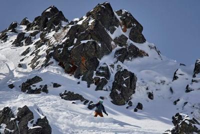 Kaiya Hanepen snowboards in Switzerland