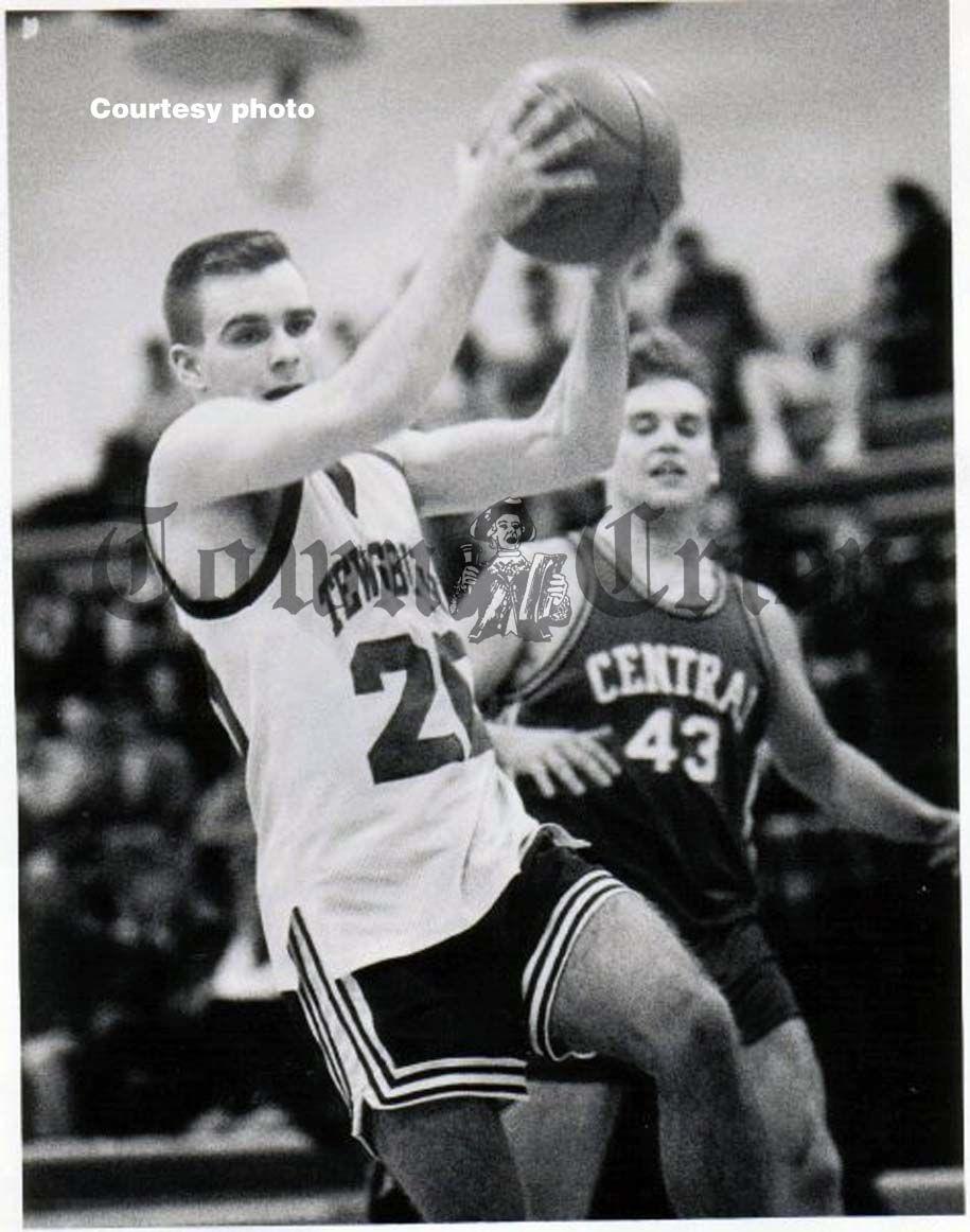 Sean Mackey on the TMHS Boys Basketball team