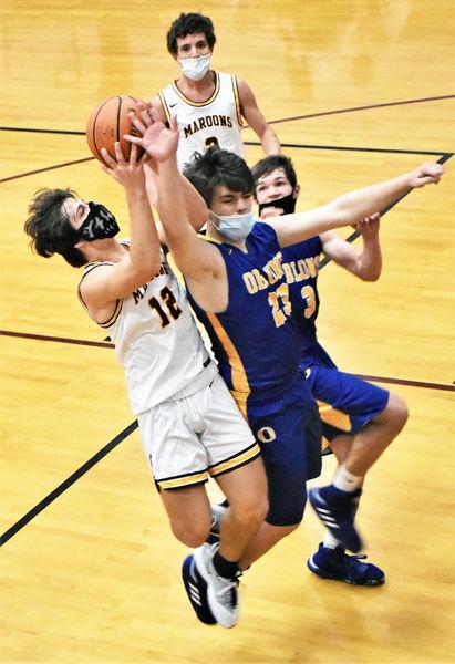 Movin' Maroons kept hitting baskets against Oblong