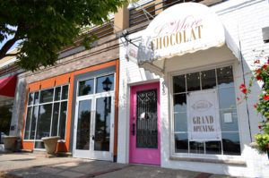 L'More Chocolat open on Wayzata's Lake Street