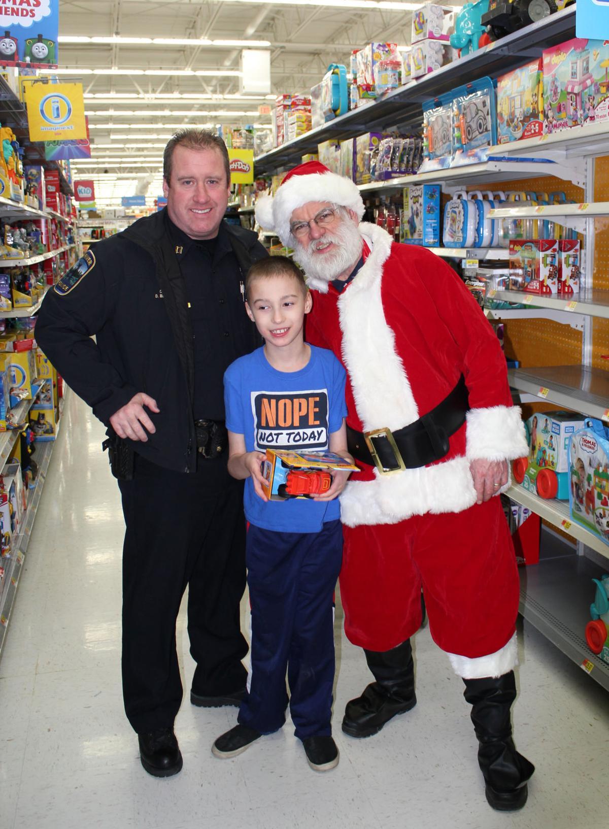 Children shop with a cop