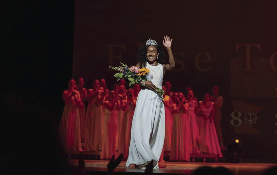 Elise crowning.jpg