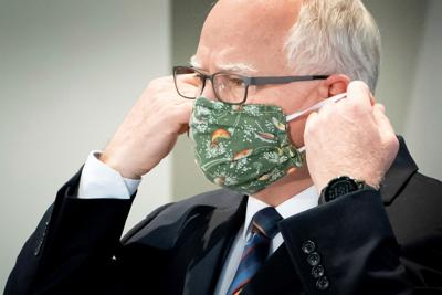 walz with mask-glen stubbe-strib via ap.jpg