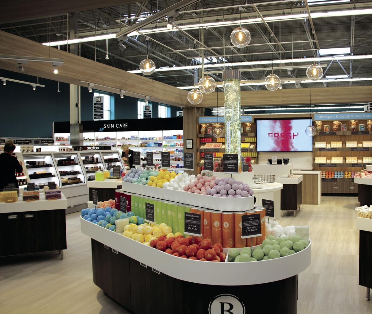 Maple Grove HyVee to officially open Oct. 15