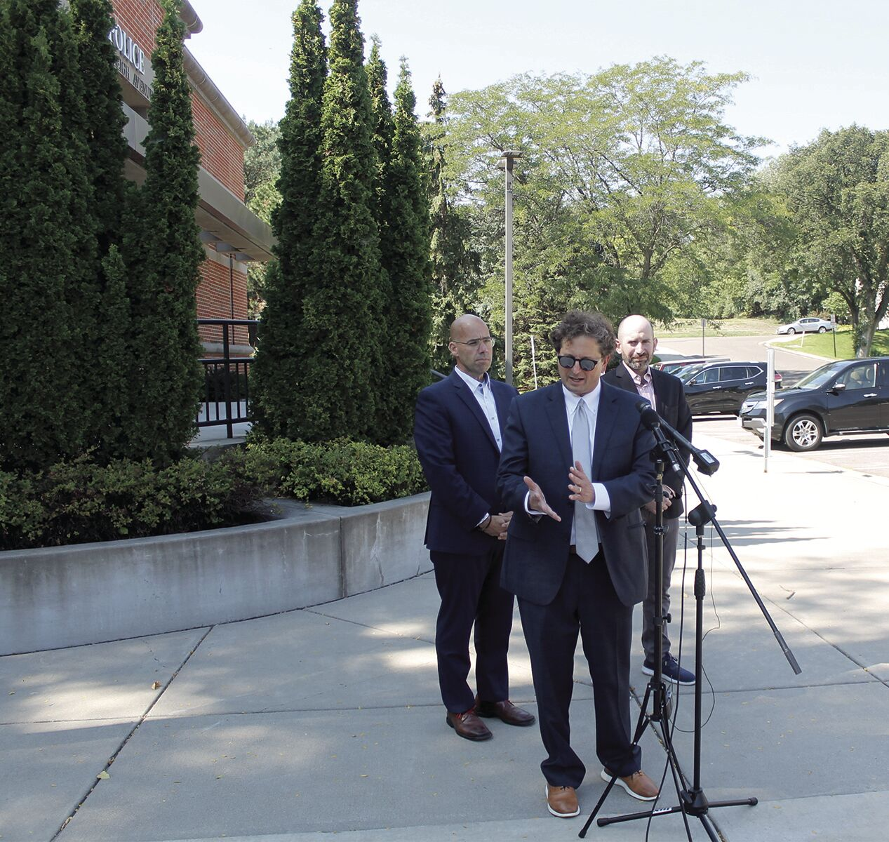 Threat of violence against St. Louis Park synagogue prompts investigation - 2