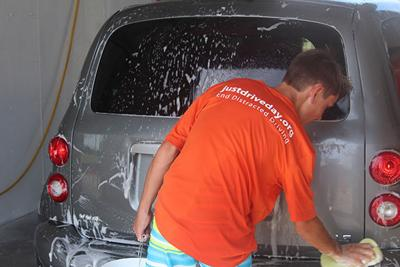 "Moose hockey car wash encourages drivers to go ""hands free"