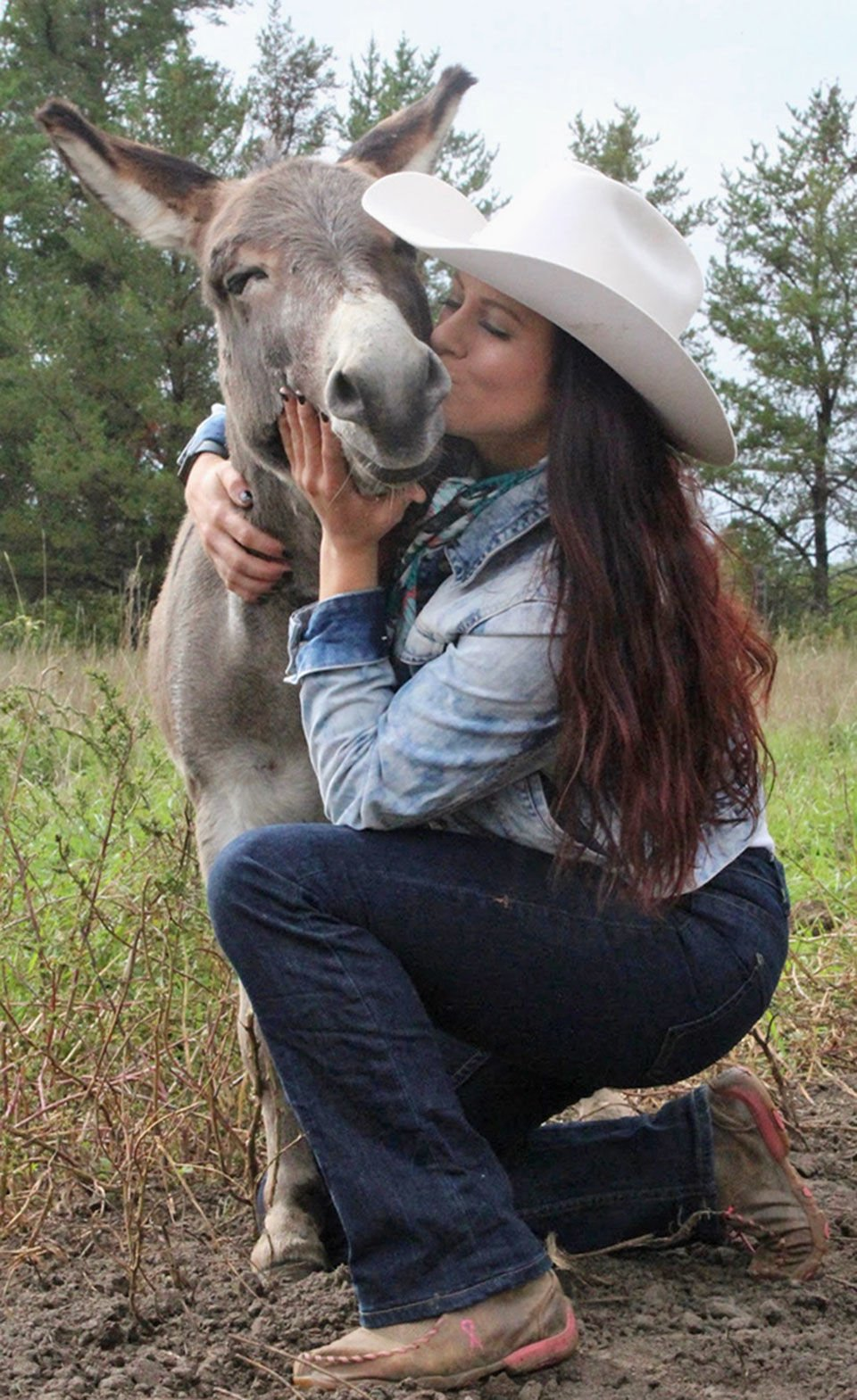 Retired rodeo donkey finds fame on Tik Tok