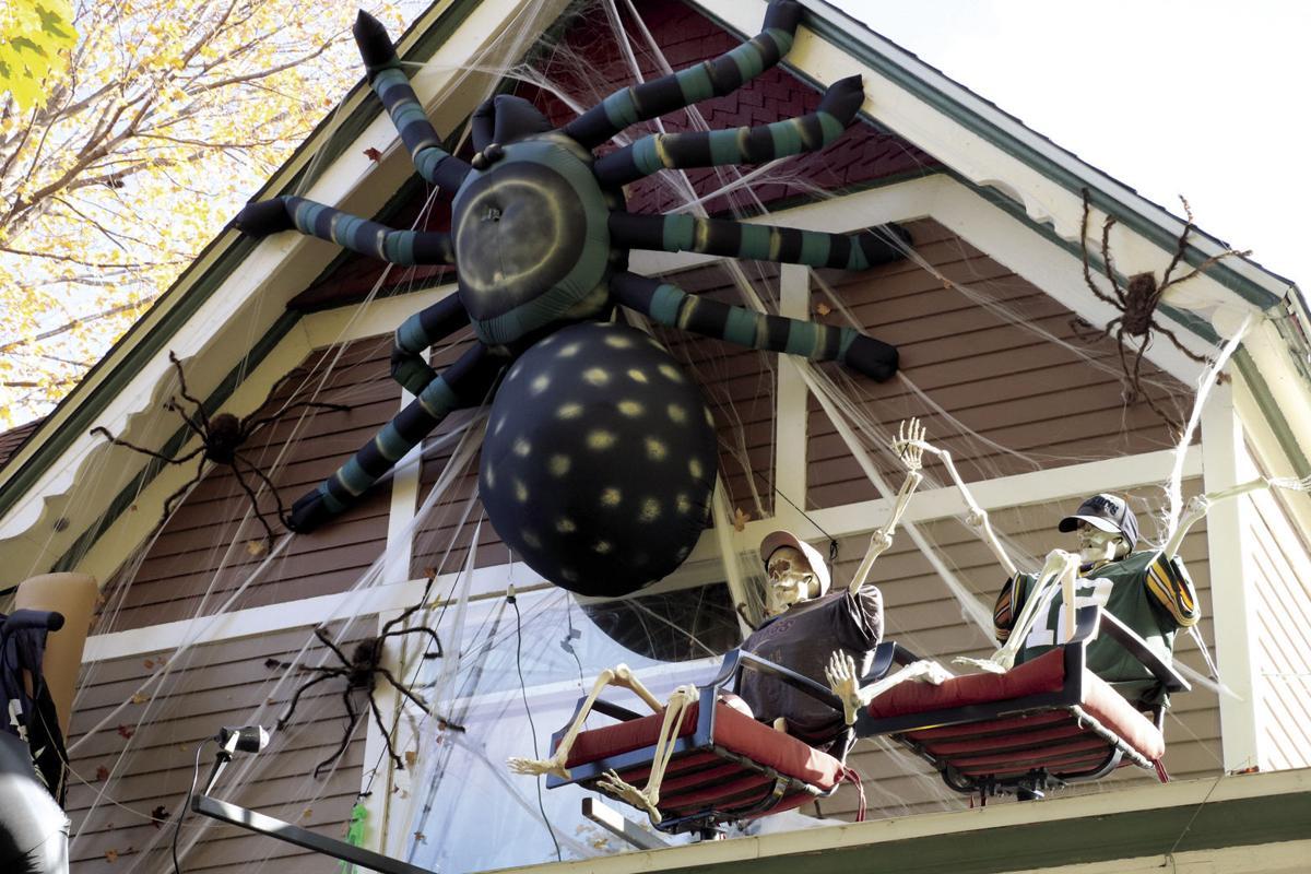 Halloween_BigSpideronRoof.jpg