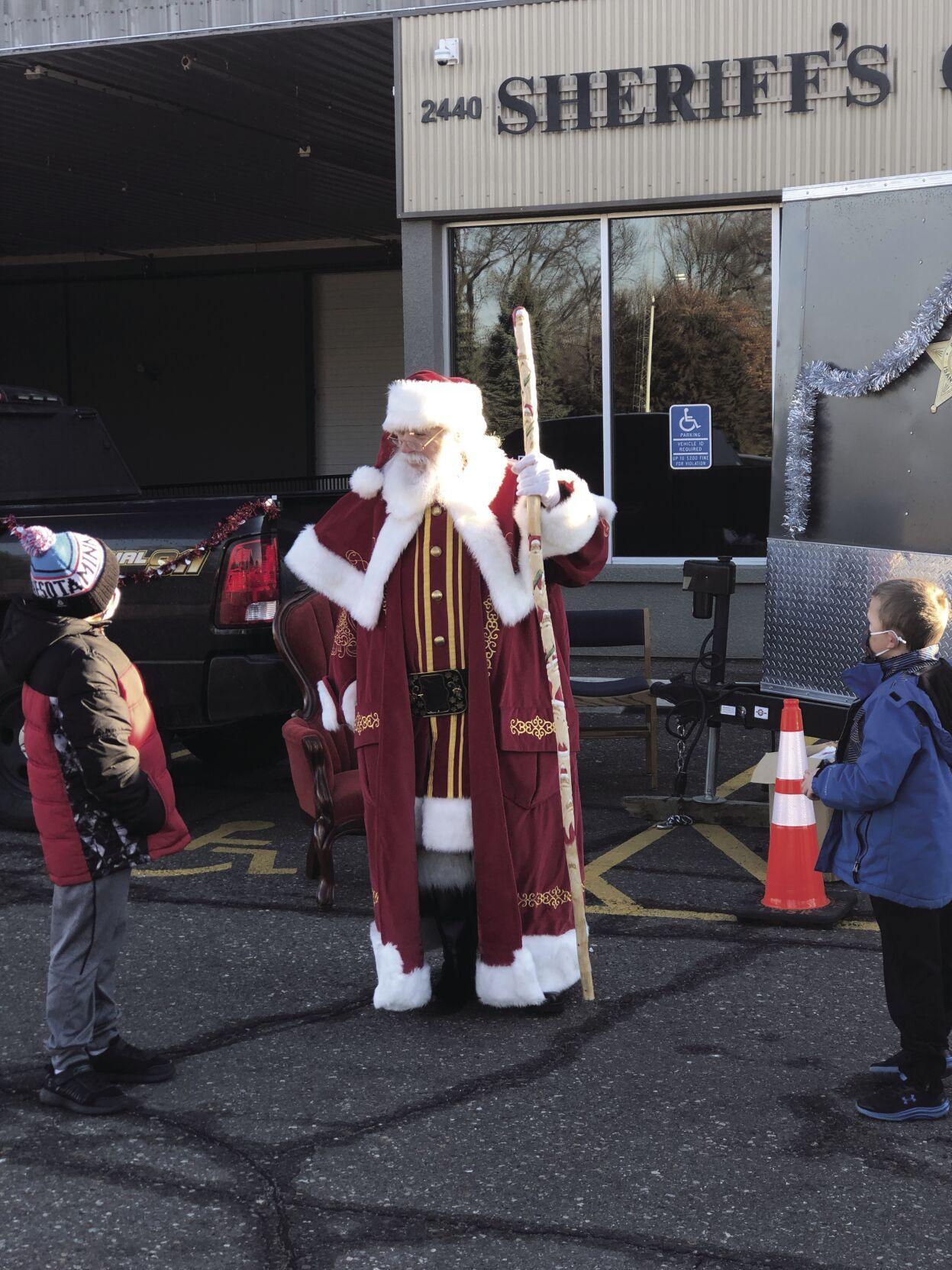 Santa talking to boys.jpg