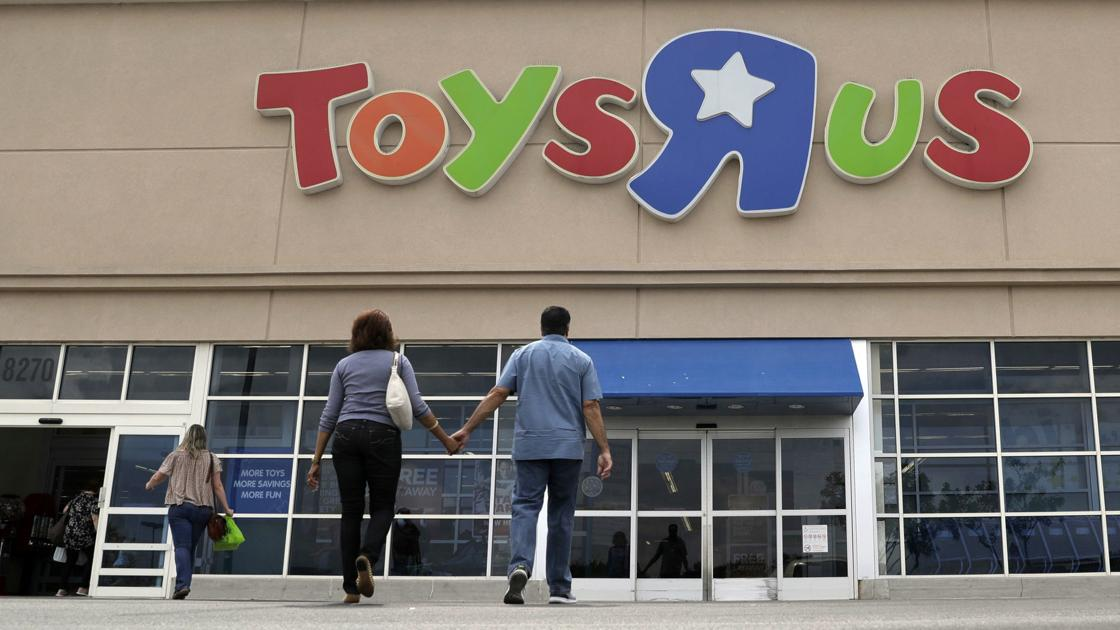 Toy Stores Green Bay : West towne mall store among in u s to close with