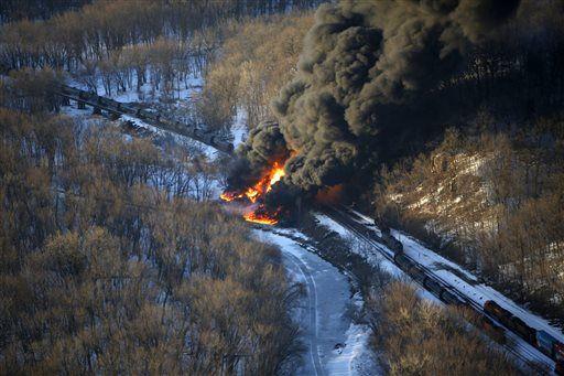 Illinois oil train derailment involved safer tank cars