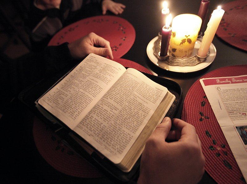 Keeping Christ in Christmas, Steve Hudson reads from bible