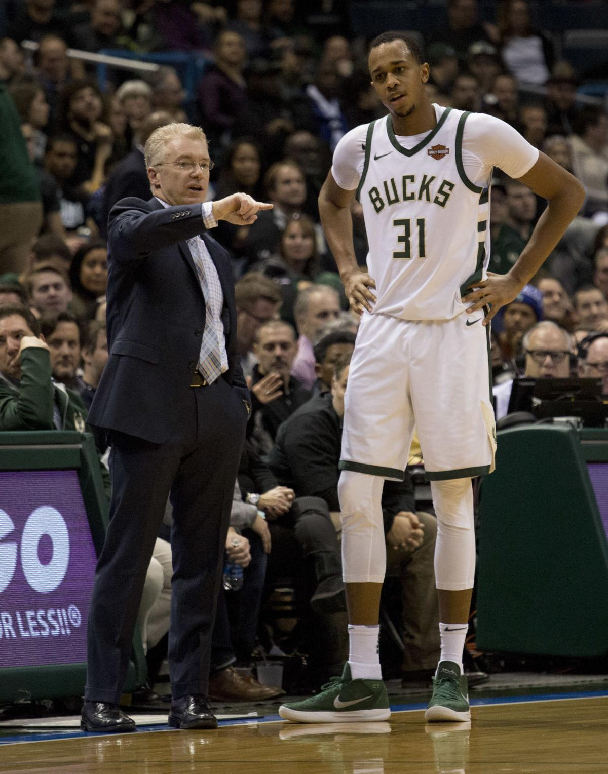 Joe Prunty debut game, AP photo