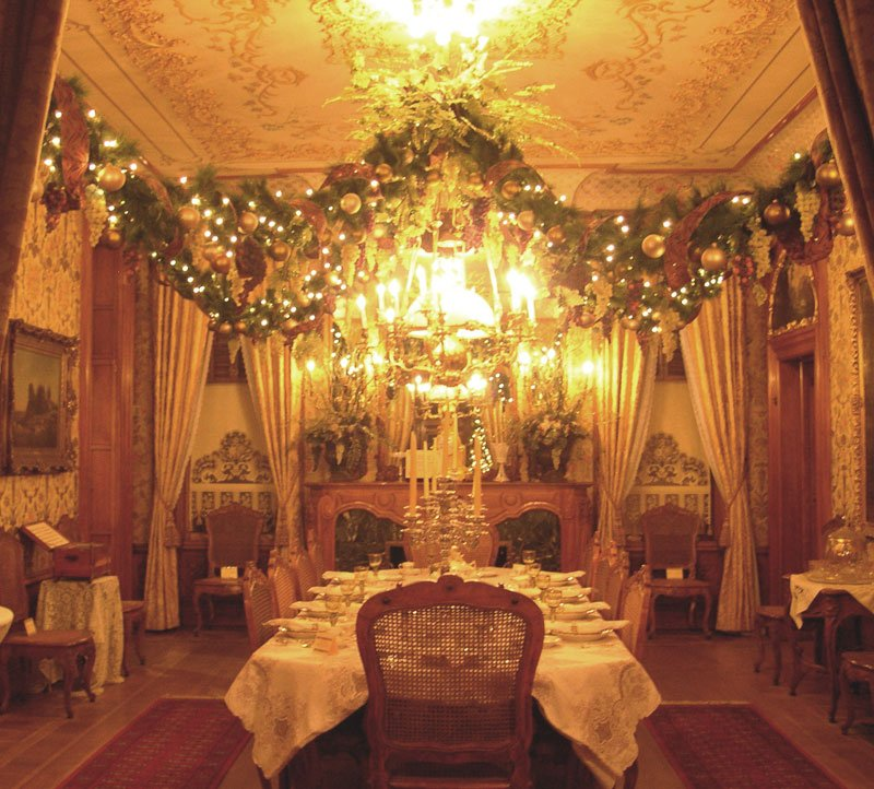 20 Glorious Old Mansion Bedrooms: Pabst Mansion Welcomes Holiday Visitors In Grand Style