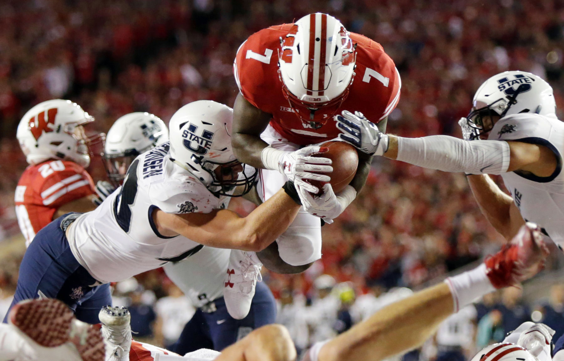 No. 9 Wisconsin overcomes slow start, routs Utah State 59-10