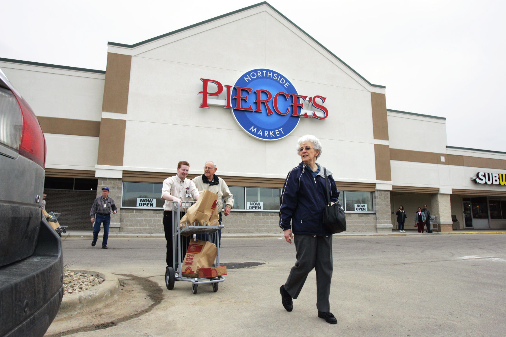 festival foods buys pierce u0026 39 s markets in west baraboo and