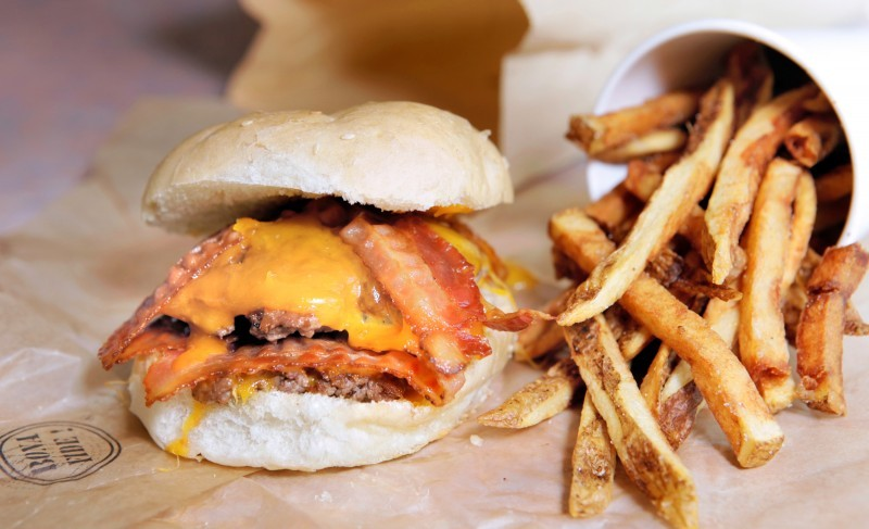 Juicy burgers are piled high at bub s dining reviews for Table 52 chicago reviews