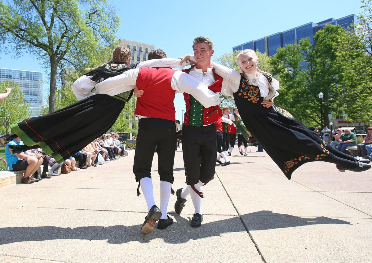 Norwegian Dancers 07-05162018154130