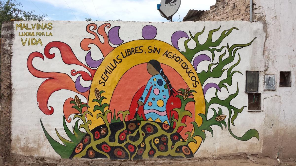 Graffiti on the bus stop of Malvinas Argentinas