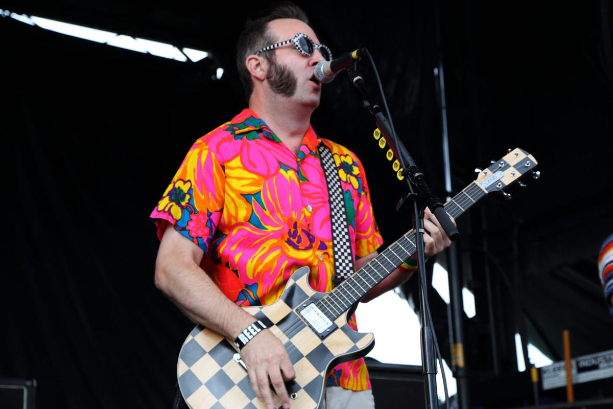 A biography of singer and guitarist of reel big fish aaron barret