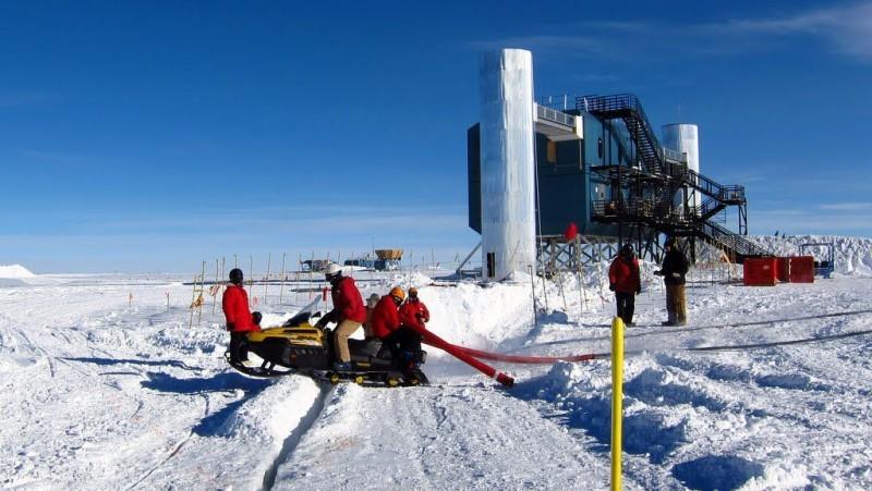 UW-Madison to unlock space secrets in Antarctica with ... Icecube Neutrino Observatory Antartica